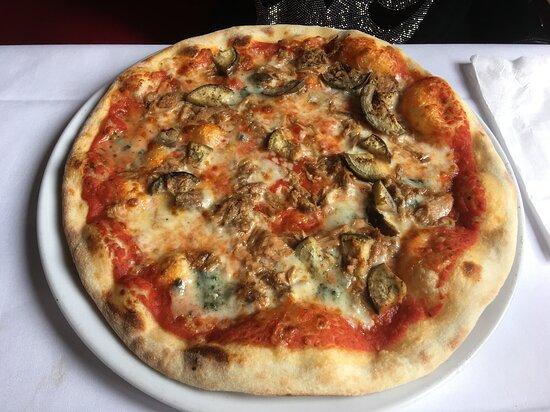 Pizza mit Gorgonzola - Auberginen - Tonno