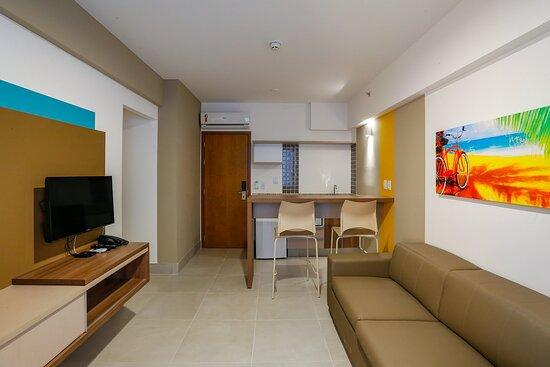 Apartamento confortável, sala de tv com sofá