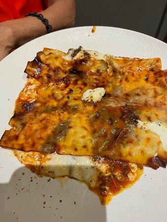 Pizza del bomber e pasta con gli scarti del tonno