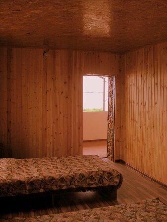 Вторая комната (15 кв.метров)из трех комнат номера Люкс на третьем этаже в трехэтажном доме .