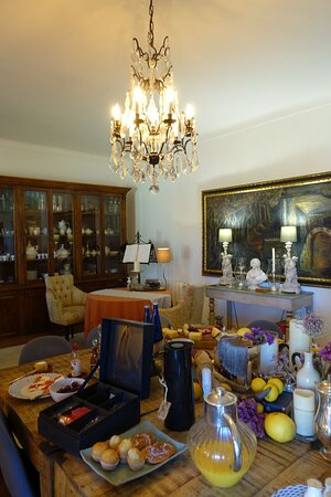 Aufenthaltsraum für Gäste / Frühstückstafel