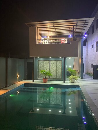Exclusive Guest Pool Deep end is only 5'7' in depth  & O Lounge & Bar