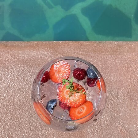 Gin tonic by the pool