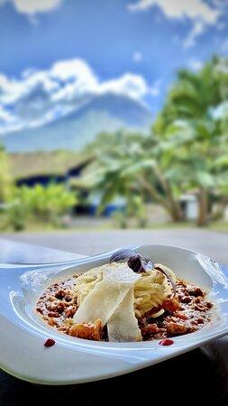 Pasta con vista al volcán