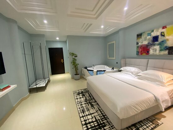 King Bed and Jacuzzi in-suite