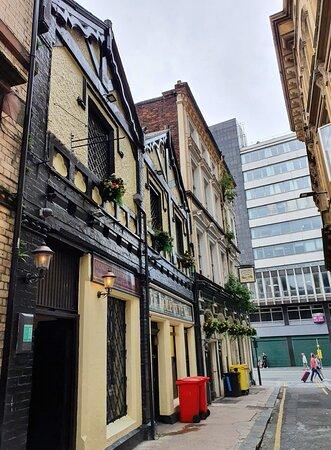 Ye Hole In Ye Wall Pub along Hackins Hey