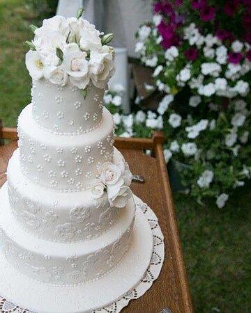 Persimmon Lane Wedding Cake.