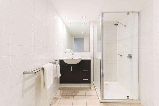 adina apartment hotel northbank two bedroom bathroom