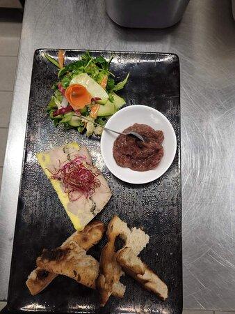 Foie Gras de canard mariné au vieux Armagnac et brisure de truffes
