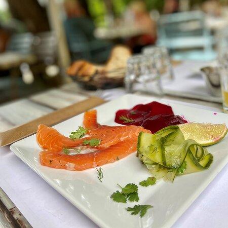 Le Relais Valcastel - Carte estivale 2021, avec le gravlax de saumon et ses condiments