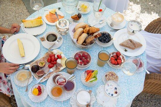 Köstlicher Frühstückstisch