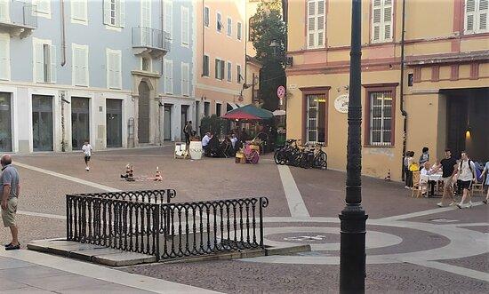 la piazza e il dehors
