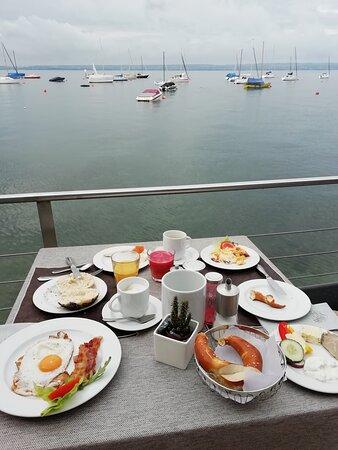 Besser kann man nicht frühstücken am See