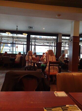 Great Wetherspoon pub 👍.