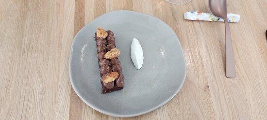 Brownie con fondente al cioccolato e panna acida