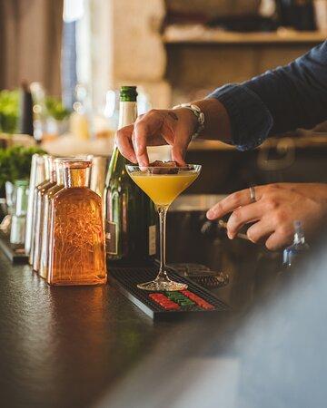 Rendez-vous tous les soirs à 18H pour vos afterworks et découvrez nos délicieux cocktails préparés par Jérémy et J-B.