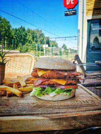 Hamburger op het terras ( Double trouble crispy )