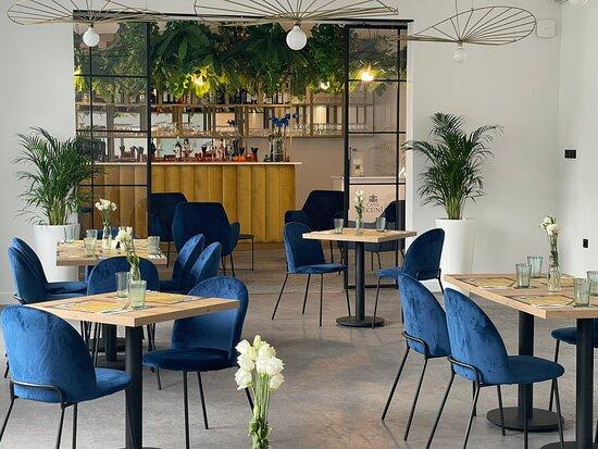 Restauracja ze znakomitą włoską kuchnią oraz lobby bar serwujący drinki i pyszne koktajle.
