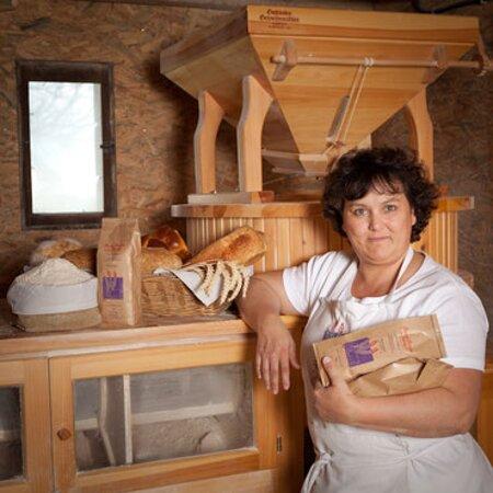 Véronique et les produits de son moulin !
