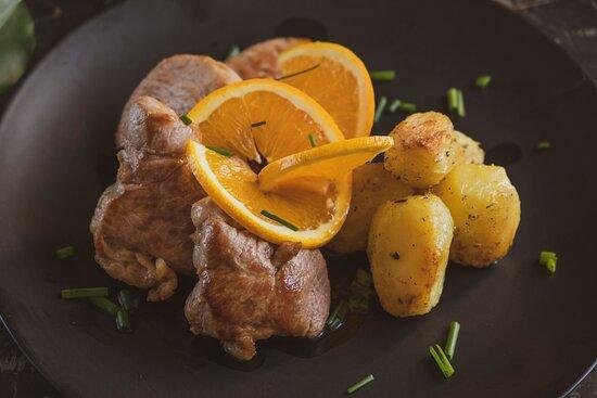 filetto di maiale caramellato con patate novelle