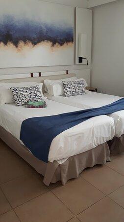 één van de twee slaapkamers. Prima bedden.