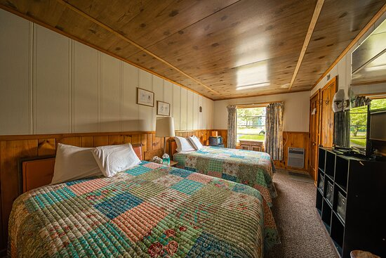 King Room $115 in season - Picture of Park Motel and Cabins, Tupper Lake - Tripadvisor