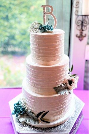 3-tiered simple wedding cake