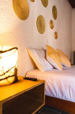 Habitación Deluxe con cama matrimonial, Smart Tv y baño compartido (únicamente se comparte con otra habitación)