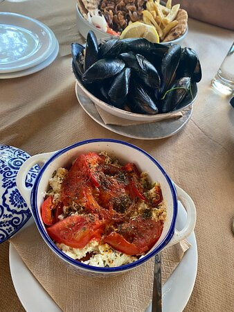 Steamed mussels And feta with tomato And pepper are amazing Also Otter foods very very good I recommend this location!