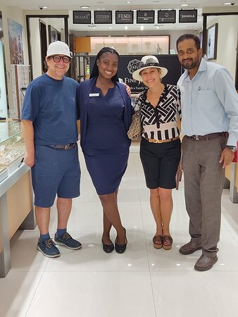 Mariela and Daniel visit Nassau, from Chile - Thanks for your trust in us and our family business! Shopping with Cousin Jay