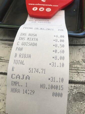 La cuenta, más que asequible. Hasta el vino a buen precio