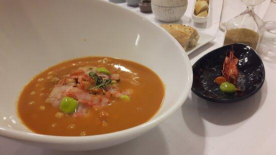 Garbanzos de carabineros con curry rojo y albahaca.