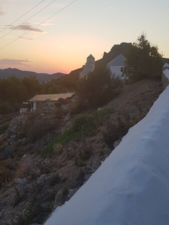 """Léros, Grécia: Panteli Windmills, the first of which has had a bar/cafe in it for years, has reopened as """"Harris"""" and the roofed area shown is the sheltered seating area on West slope beneath the windmill"""