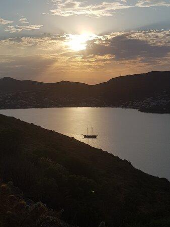 Léros, Grécia: Alinda Bay from Pandeli Castle