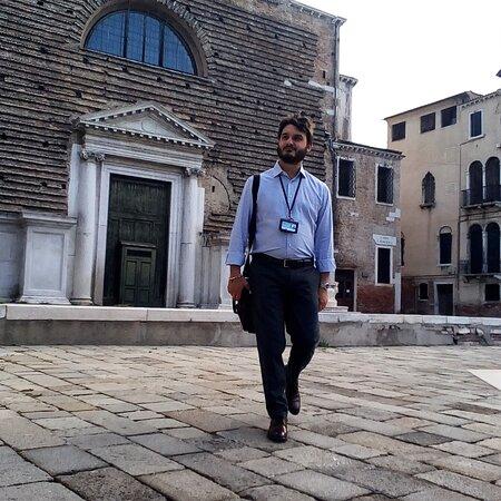 Veneza, Itália: Una mattina di lavoro a Venezia. Rivolgetevi a guide autorizzate e attenzione agli abusivi. Ne vale la pena.
