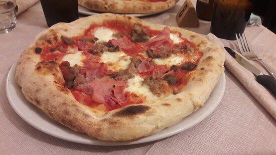 Antipasto misto e pizze bufalina e capricciosa