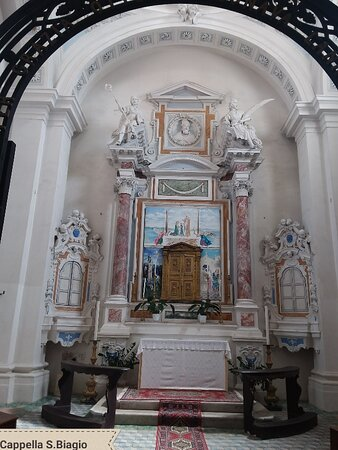 Cappella dedicata al patrono San Biagio, custodisce  le reliquie
