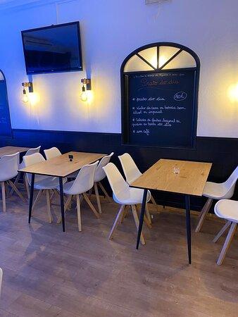 Très joli restaurant, raffiné et agréable à des prix tout doux...