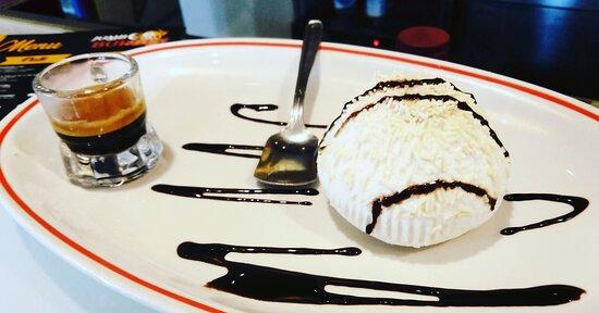 Tartufo bianco con gelato al caffe