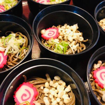 朝食は日替わり和定食+曜日で楽しめるセルフメニューとなります。麺類・カレー・ホッキご飯・豚汁が曜日で楽しめるメニューです。※セルフメニューの内容は変更になる可能性もございます。