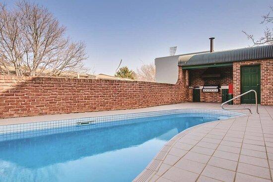 adina serviced apartments canberra kingston outdoor pool