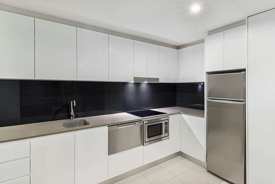 adina serviced apartments canberra dickson premier one bedroom kitchen