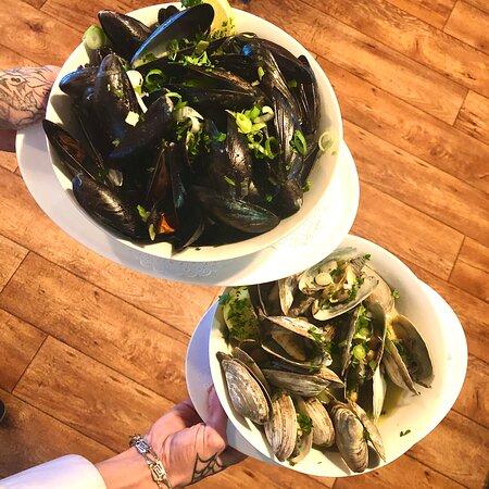 Moules et clams fraiches
