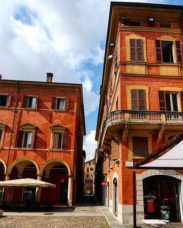 Modena, Itália: Uno scorcio di Piazza Roma