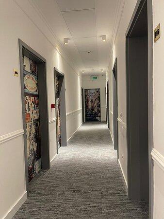 Do dyspozycji Gości 22 komfortowe pokoje.