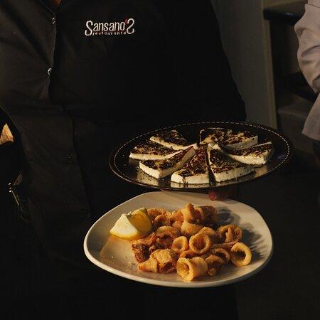 Marchando unos calamares a la andaluza y quesito fresco a la plancha 😜 Compártelo con quien tu quieras, pero disfruta de estos maravillosos entrantes. ¿Te vienes? ☎️ 𝟗𝟔𝟔 𝟔𝟑 𝟐𝟔 𝟕𝟒 😁 👉 𝐰𝐰𝐰.𝐫𝐞𝐬𝐭𝐚𝐮𝐫𝐚𝐧𝐭𝐞𝐬𝐚𝐧𝐬𝐚𝐧𝐨𝐬𝐞𝐥𝐜𝐡𝐞.𝐜𝐨𝐦 #restauranteelche #sansanos #restaurantesansanos #marisco #lovefood #sansanosrestaurante #familia #elx #elche #pescado #mar #platotradicional #reunion #clientes #gastronomiamediterranea #arroz #elche
