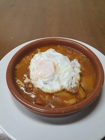 Cazuela de Callos con Huevo Frito.
