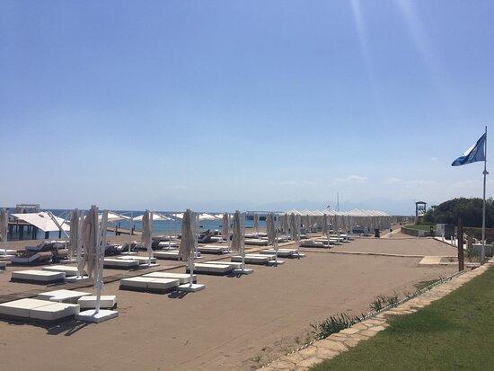 Mavi bayraklı plaj alanı