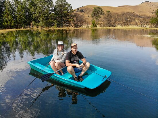 Tripadvisor - Guests trying a hand at fly fishing after their lessons  - صورة ستونكاترز لودج، Dullstroom