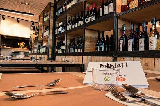 Tous les midis, du lundi au samedi, nous vous invitons à partager un repas dans notre cantine (comme au bon vieux temps !) en toute simplicité.